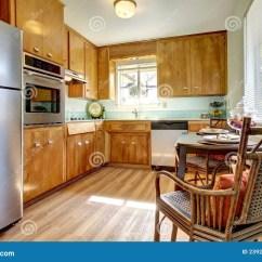 Chairs Kitchen Countertop Laminate 机柜椅子厨房木头库存图片 图片包括有房子 发光 现代 西北 大使 机柜椅子厨房木头