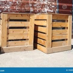 Kitchen Compost Container Walnut Cabinets 框堆肥木库存照片 图片包括有废物 罗盘箱 容器 从事园艺 庭院 花匠 容器从事园艺木的废物