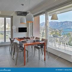 Kitchen Glass Table Locking Cabinets 橙色玻璃餐桌在现代厨房里库存图片 图片包括有水平 的treadled 家具 橙色玻璃餐桌在现代厨房里