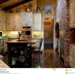 Farmhouse Kitchen Faucet Island Ideas For Small Kitchens 法国厨房库存照片 图片包括有整修 优质 庄园 改造 总理 设计 花梢 农舍法国厨房最近被改造的主题