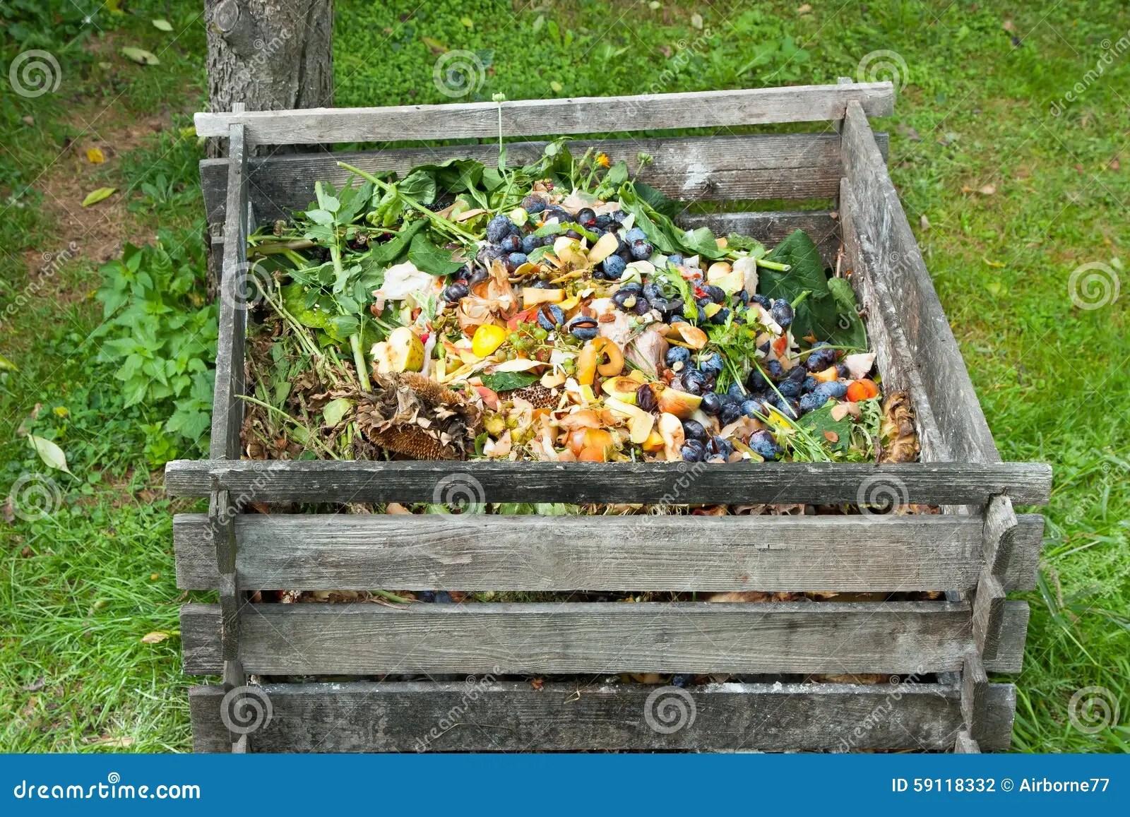 compost bin for kitchen ipad stands 混合肥料箱库存照片 图片包括有天然肥料 堆肥 工厂 社区 系列 分解 混合肥料箱在庭院里堆肥堆烂掉厨房水果和蔬菜小块