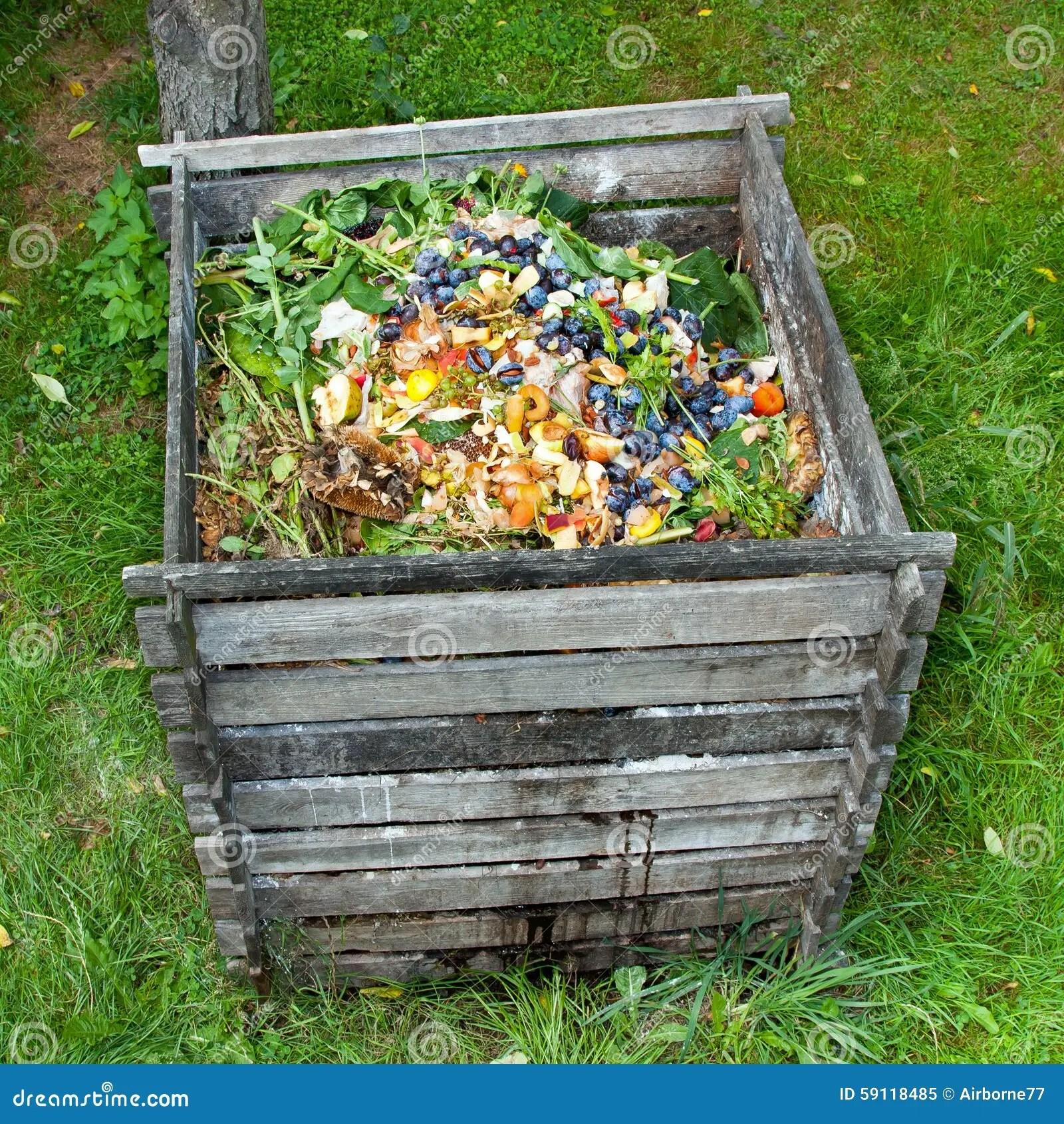 compost bin for kitchen replacement shelves cabinets 混合肥料箱库存图片 图片包括有厨房 负责 保护 环境 垃圾 分解 混合肥料箱在庭院里堆肥堆烂掉厨房水果和蔬菜小块