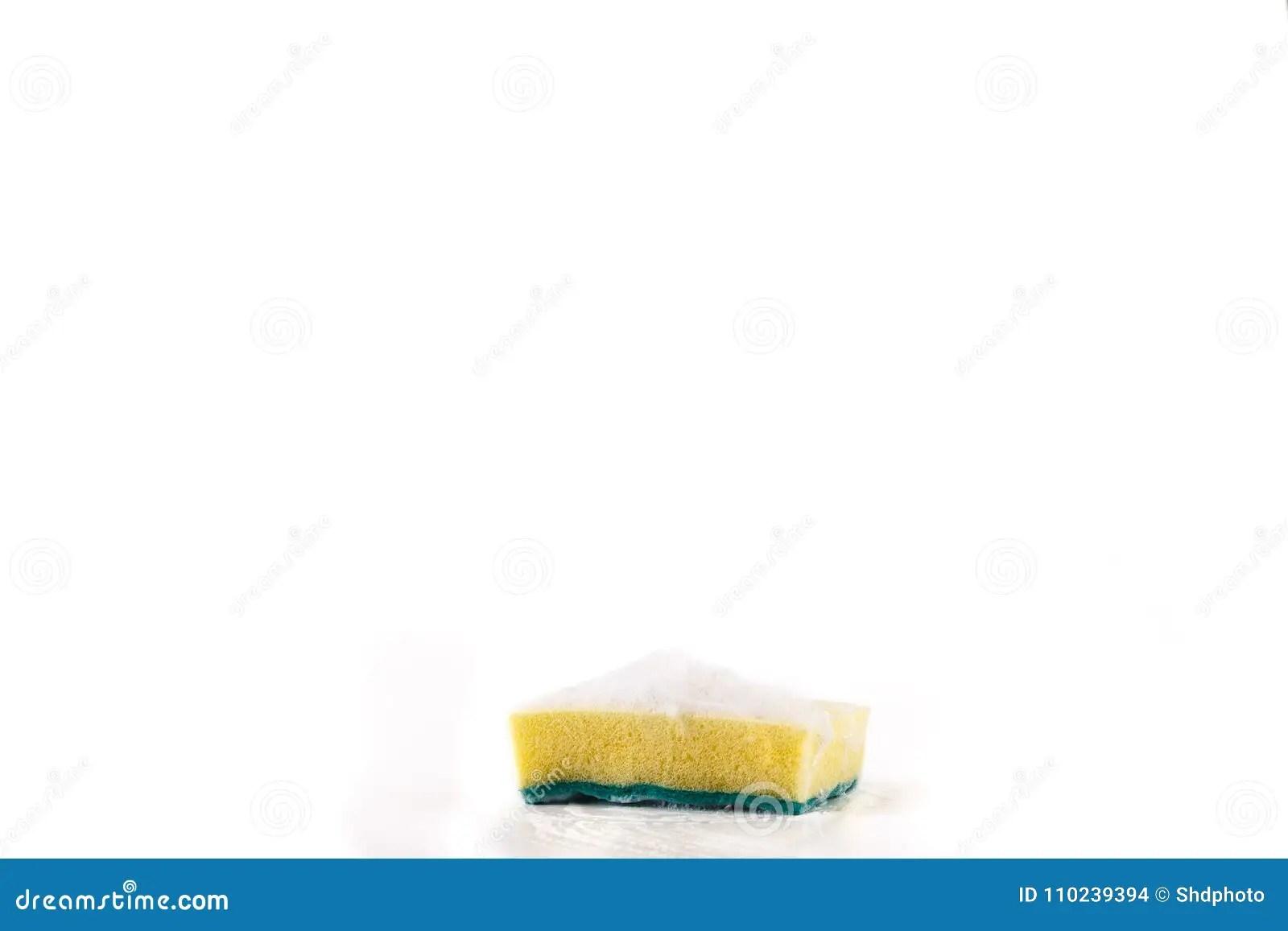 kitchen mats rolling island for 清洗的罐的擦洗用的厚垫有泡沫和黄色海绵的厨房垫 双重库存照片 图片 清洗的罐的擦洗用的厚垫有泡沫和黄色海绵的厨房