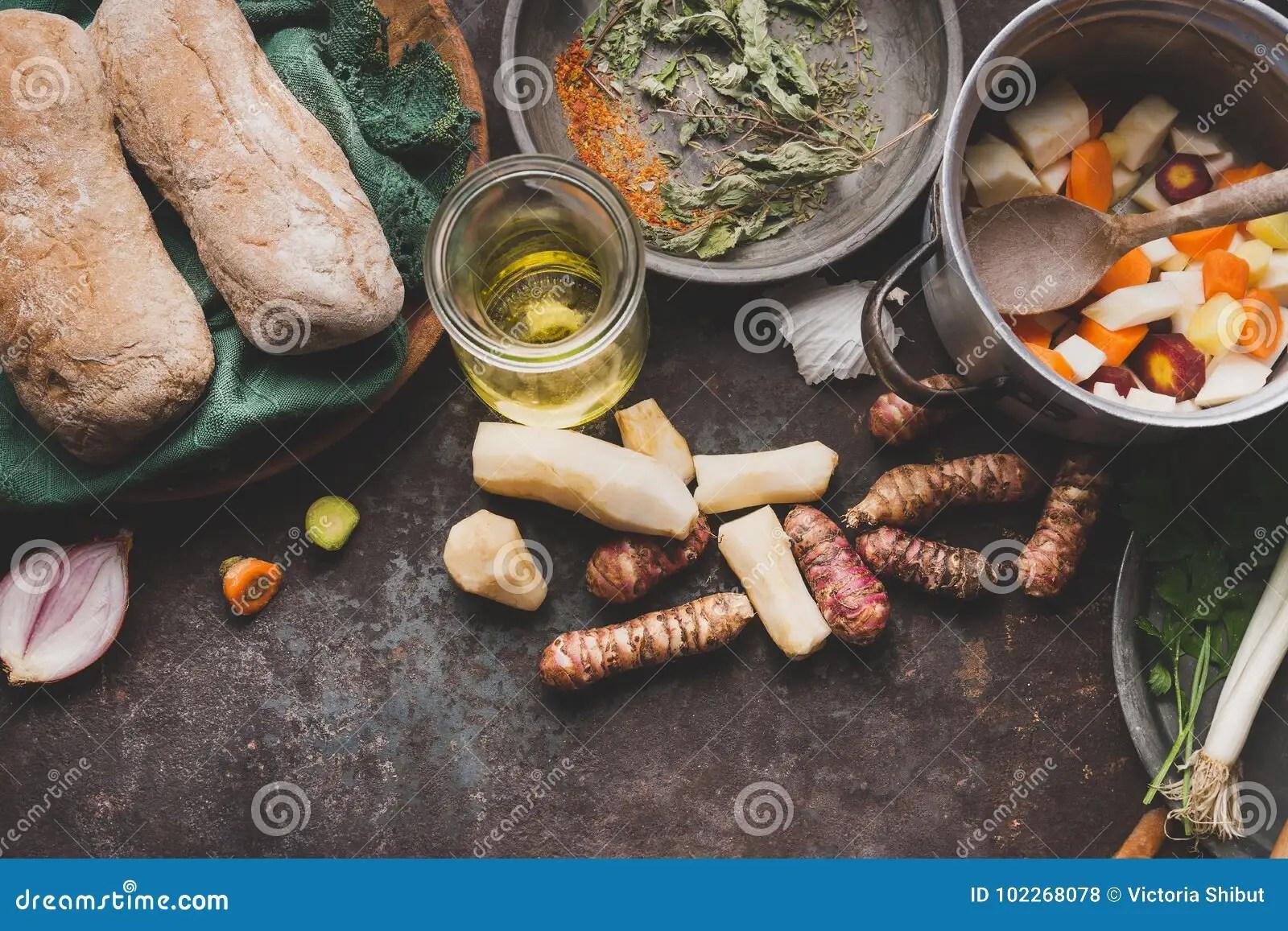 kitchen prep table kitchens with granite countertops 烹调在土气厨房用桌上的洋姜准备与罐 切成小方块的菜 油和成份库存照片 切成