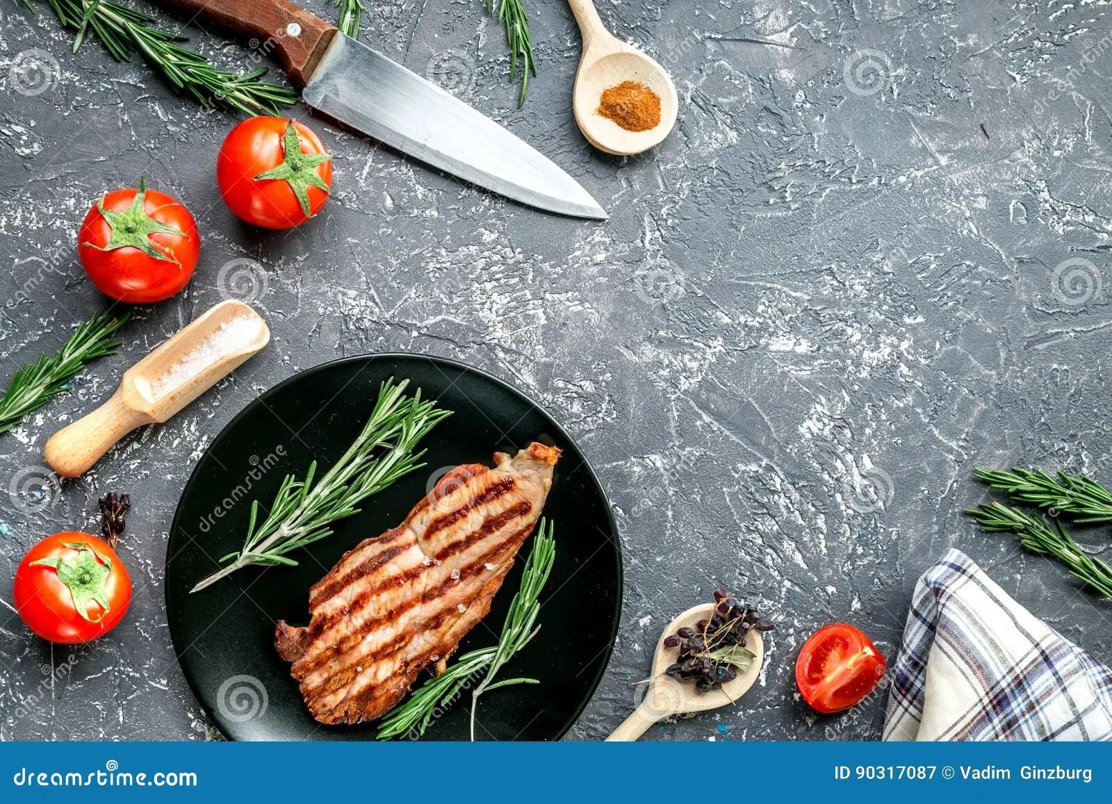 in stock kitchens farm house kitchen table 烹调用肉和香料的牛排在灰色背景顶视图大模型 库存图片. 图片 包括有 油煎, 正餐, 背包, 晚饭, 格栅 ...