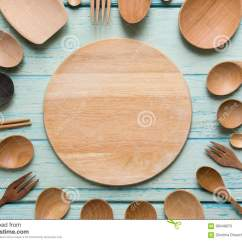 Kitchen Prep Table Home Depot Tile 烹调的厨房器物在木桌上库存照片 图片包括有顶层 国内 发光 美食 烹调的厨房器物在木桌上