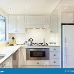 Kitchen Showrooms Faucet Sale 现代厨房库存照片 图片包括有陈列室 没人 灌肠器 国内 敞篷 冰箱 现代厨房