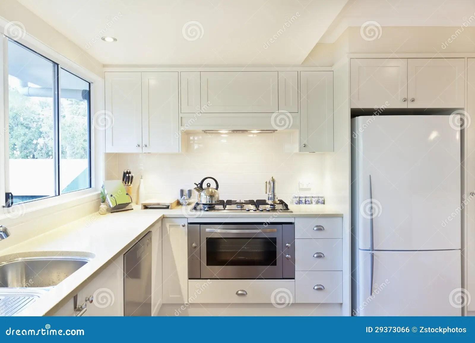 kitchen showrooms modern cabinets 现代厨房库存照片 图片包括有陈列室 没人 灌肠器 国内 敞篷 冰箱 现代厨房