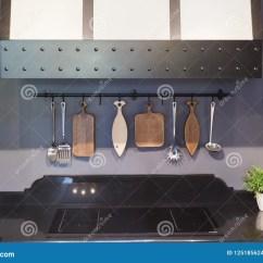 Kitchen Cutting Boards Decorative Tile Backsplash 现代在墙壁内部趋向后的厨房砧板库存照片 图片包括有计数器 设备 烹调 现代在墙壁内部趋向后的厨房砧板