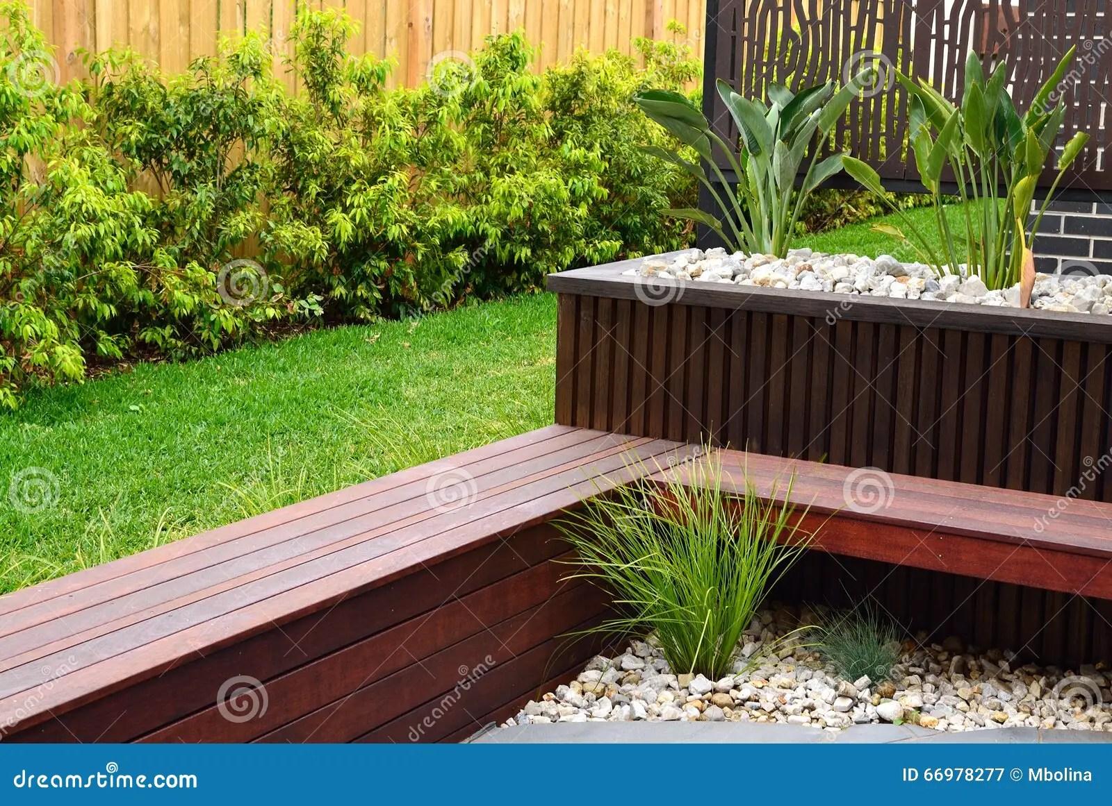 backyard kitchen designs aid double oven 现代后院设计想法库存图片 图片包括有当代 装饰 拱道 工厂 正式 植物 排柱 装饰长凳和岩石的组合