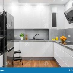 Kitchen Lights Ideas Butcher Block 现代样式想法的白色厨房库存照片 图片包括有凳子 家具 任何地方 豪华 新的有白色家具和地板的设计开放厨房