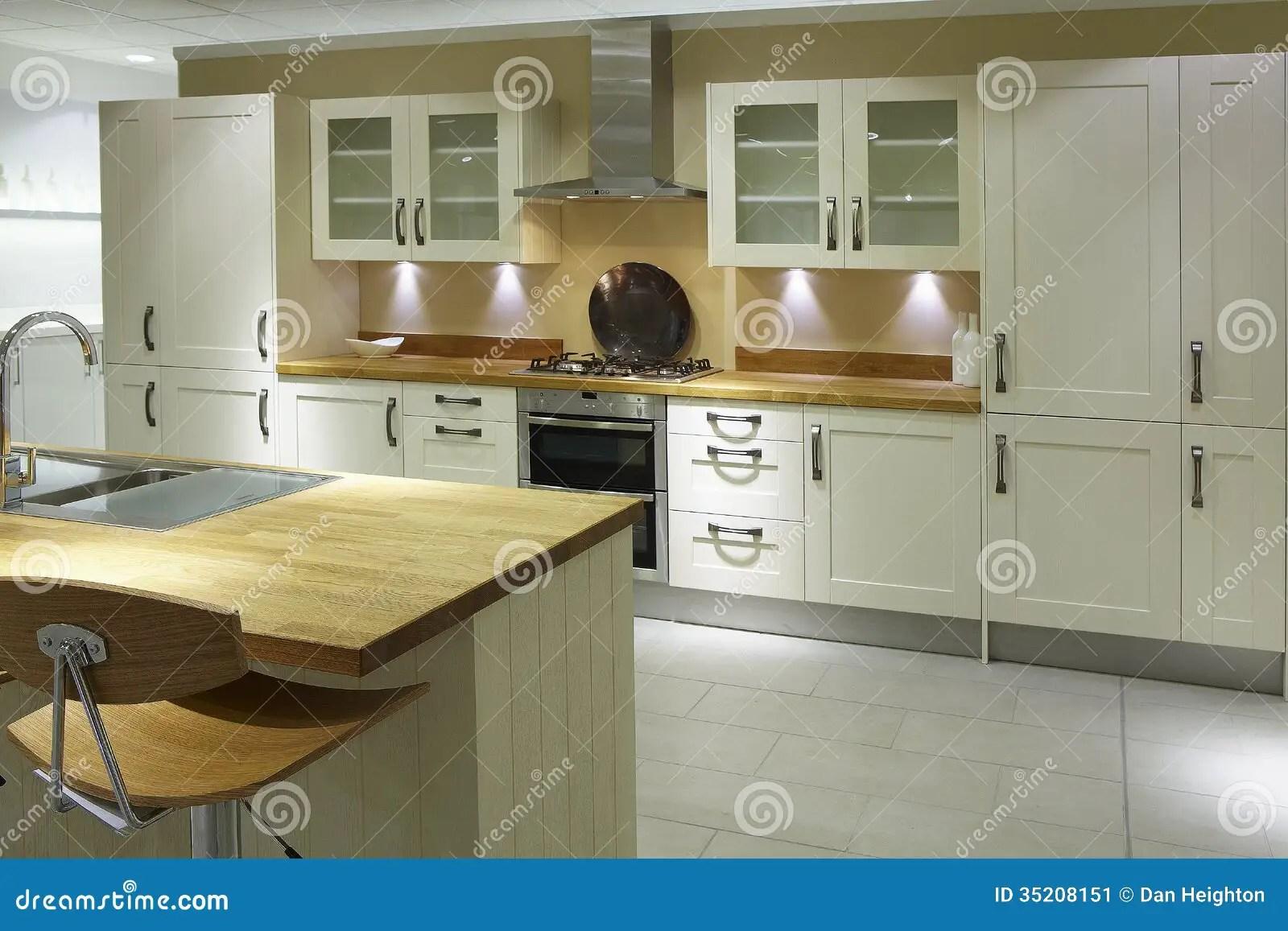 kitchen inventory pop up outlet 现代高端豪华厨房库存图片 图片包括有空白 豪华 烹调 生活 内部 现代高端豪华厨房