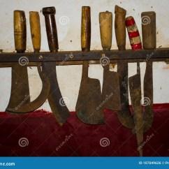 Kitchens Of India Black Kitchen Sink 用于印度的厨房的古老刀子集合库存照片 图片包括有找到 刀子 保持 我们在一个博物馆发现了这古色古香的项目在南果阿这是律师的一个老宫殿 并且这些刀子在厨房里
