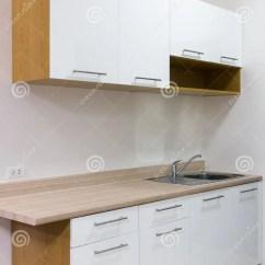 Kitchen Cabinets Set How To Remodel A Small 白色和木厨柜库存图片 图片包括有干净 简单 现代 空间 家具 样式 白色和木厨柜在屋子里设置了