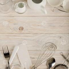 Kitchen Aid Knives Backsplash Ideas On A Budget 白色和钢颜色辅助部件厨房工具为烘烤库存照片 图片包括有厨师 家庭 白色和钢颜色辅助部件厨房工具为烘烤