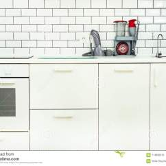 Kitchen Vacuum Martha Stewart Towels 白色minimalistic厨房内部和设计瓦片墙壁背景家用电器 搅拌器 真空机器 现代火炉 洗碗机 烤箱 桌 龙头搅拌器