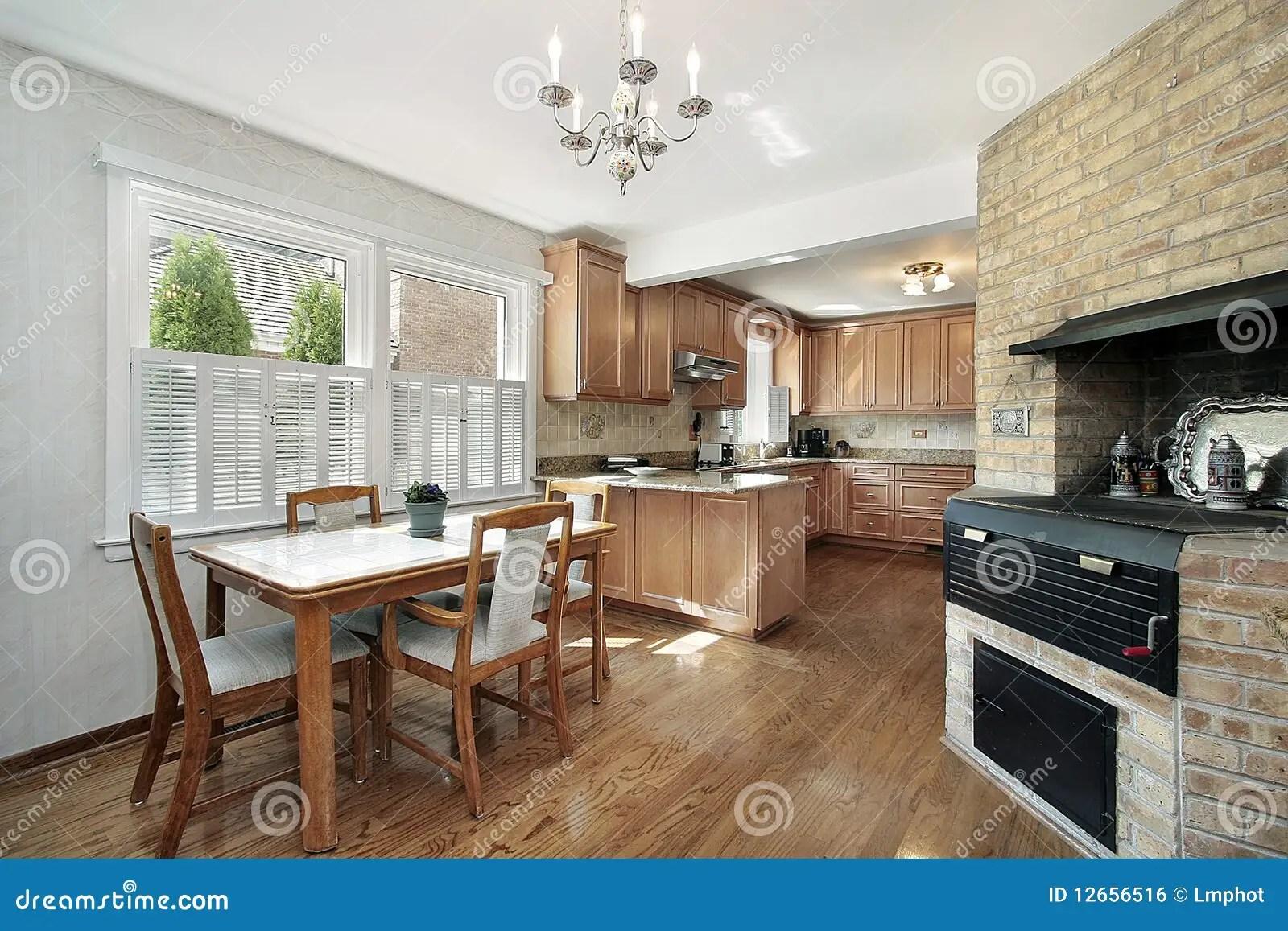 kitchen walls amazon cabinets 砖厨房墙壁库存照片 图片包括有系列 内部 不锈 计数器 海岛 设计 砖厨房墙壁