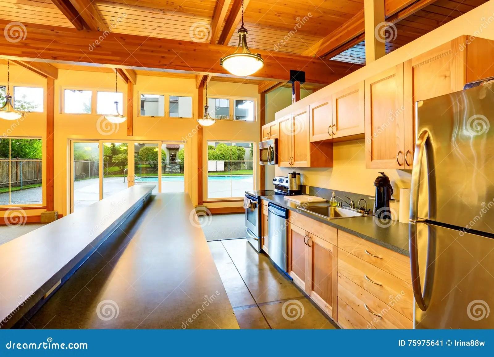 backyard kitchen designs outdoor kitchens ideas 空心肋板计划厨房室退出对后院游泳池库存图片 图片包括有现代 凳子 空心肋板计划厨房室退出对后院游泳池