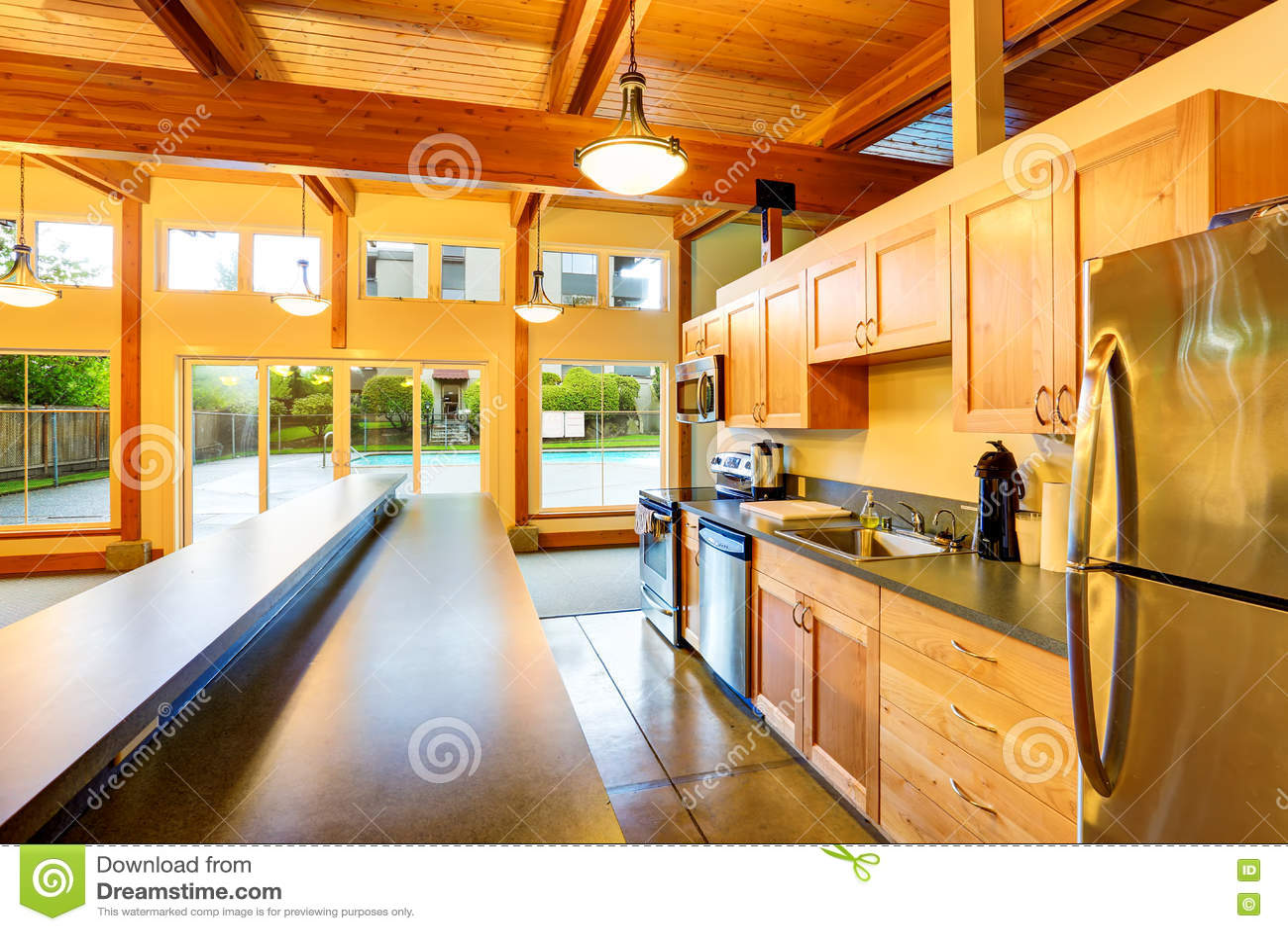 backyard kitchen designs faucets delta 空心肋板计划厨房室退出对后院游泳池库存图片 图片包括有现代 凳子 空心肋板计划厨房室退出对后院游泳池
