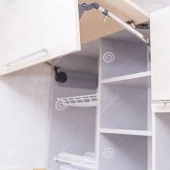 Renew Kitchen Cabinets Ninja Ultima System 空的厨柜线在被更新的厨房的库存图片 图片包括有空间 厨房 机柜 细木 空的厨柜线在被更新的厨房的