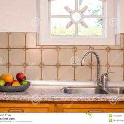 Kitchen Sink Farmhouse Mosaic Backsplash 老农舍厨房水槽和龙头葡萄酒设计与样式瓦片和舒适窗口库存照片 图片包括 老农舍厨房水槽和龙头葡萄酒设计与样式瓦片和舒适窗口