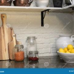 Corner Hutch Kitchen Islands For The 舒适厨房角落库存图片 图片包括有水平 设计 面粉 里面 健康 平面 与白色砖的现代厨房角落在逆墙壁 的花岗岩和白色陶瓷罐上用里面柠檬