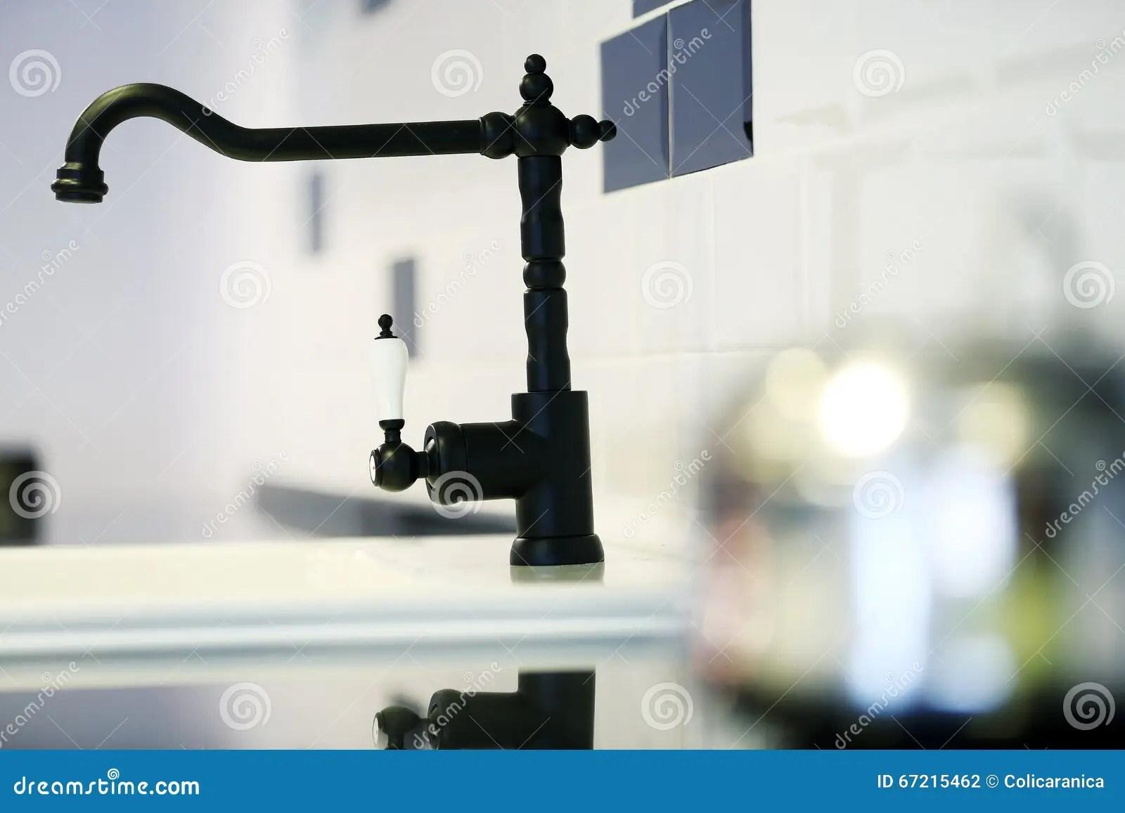 black faucet kitchen ready made island for 黑色龙头库存照片 图片包括有家具 厨房 的treadled 投反对票 龙头 黑现代龙头在厨房里 特写镜头视图