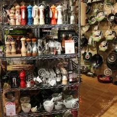 Kitchens Store Kitchen Aid Mixer Reviews 英国厨房商店编辑类库存照片 图片包括有显示 商品 英国 9月 厨房 番红花瓦尔登湖 英国a 2015年9月 商品显示在高端厨房商店