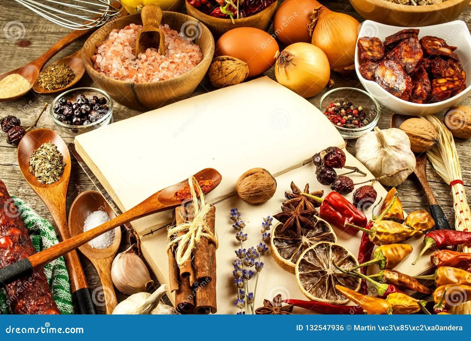 kitchen prep table storage baskets 菜谱和香料在一张木桌上食物例证厨房准备向量妇女一本旧书在厨房里食物的 菜谱和香料在一张木桌上食物例证厨房准备向量妇女一