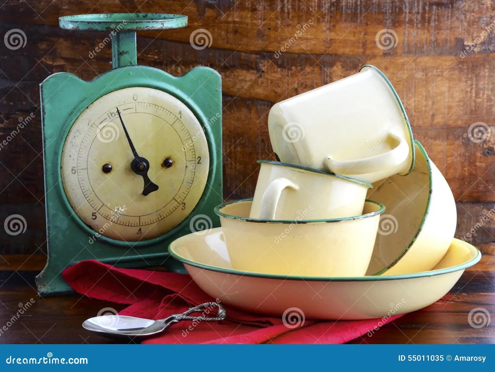 kitchen jars ikea table and chairs set 葡萄酒厨房标度和罐子杯子和平底锅库存图片 图片包括有装饰 年龄 餐具 葡萄酒厨房标度和罐子杯子和平底锅