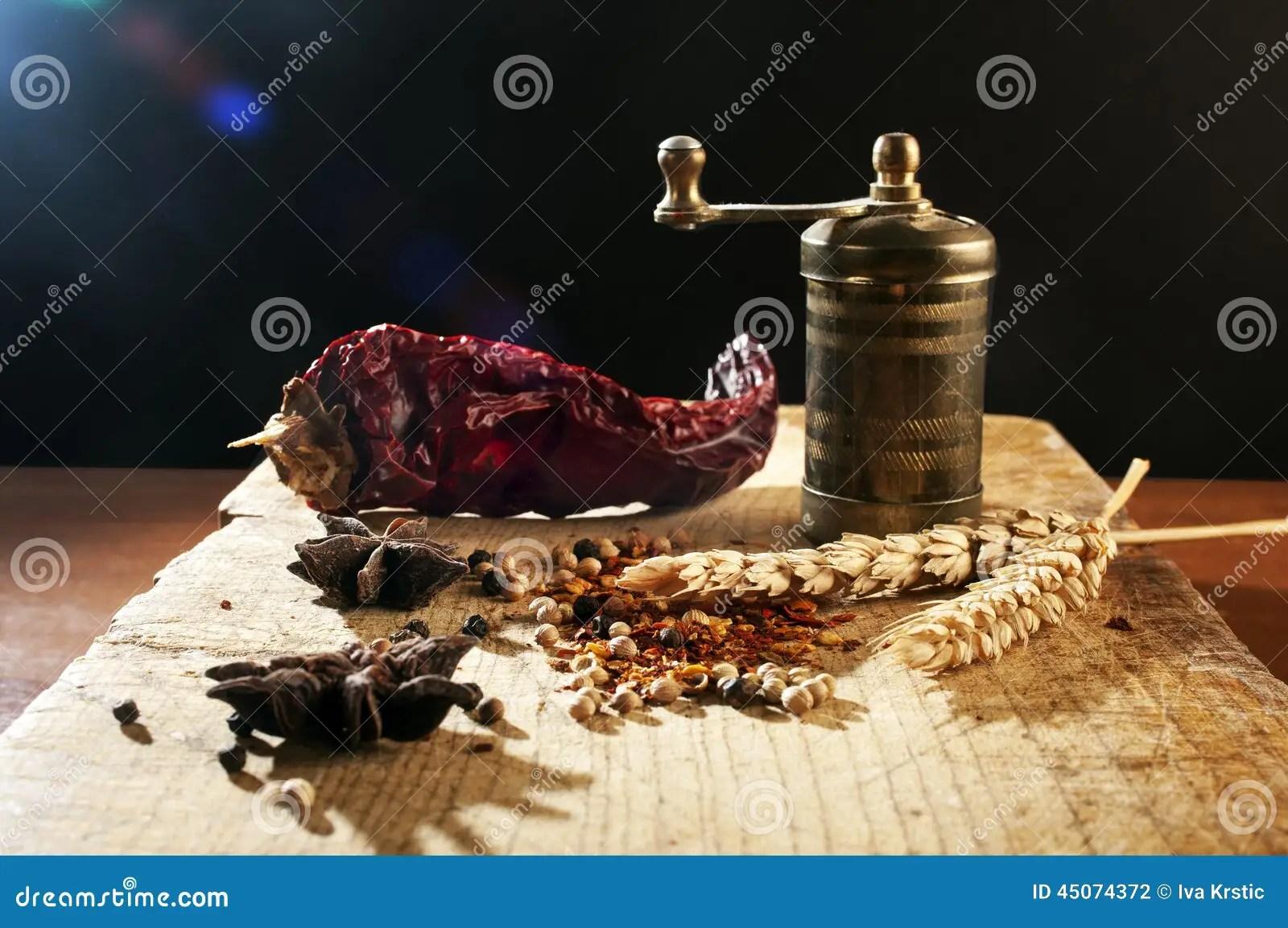 kitchen aid grinder refurbished table and chairs 葡萄酒研磨机用香料库存照片 图片包括有食物 原封 美食 芬芳 美味 葡萄酒研磨机用香料