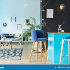Kitchen Benches Napkins 蓝色绒面革barstool 库存照片 图片包括有长椅 现代 对比 放松 设计 Download