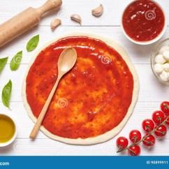 Kitchen Prep Table Cabinet Knobs Cheap 薄饼准备在厨房用桌上的烘烤成份 滚动的面团用西红柿酱库存图片 图片 滚动的面团用
