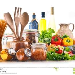 Kitchen Pantry How To Build A Island 被分类的食品和在白色隔绝的厨房器物库存照片 图片包括有意大利面食 被分类的食品和在白色背景隔绝的厨房器物