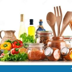 Kitchen Pantry Table For 被分类的食品和在白色隔绝的厨房器物库存照片 图片包括有胡椒 调味料 被分类的食品和在白色背景隔绝的厨房器物
