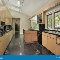 Flooring Kitchen Lg Suite 被玷污的黑色地板厨房库存图片 图片包括有设计 膳食 现代 用餐 厨房 被玷污的黑色地板厨房