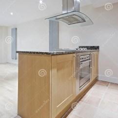 Rolling Island Kitchen Bronze Faucets 详细资料小岛厨房库存照片 图片包括有收集器 困难 小岛 厨师 房子 详细资料小岛厨房