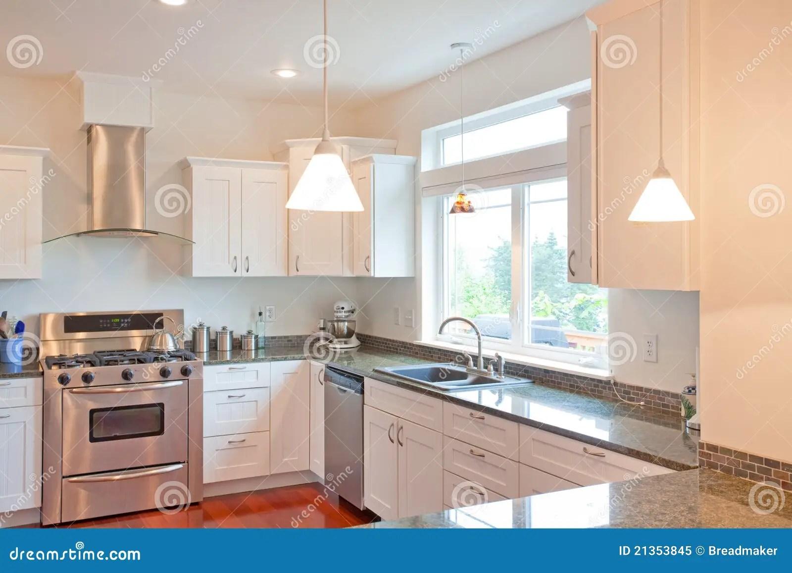 luxury kitchen faucets cost for remodeling 豪华厨房库存图片 图片包括有龙头 豪华 陶瓷 装饰 烤箱 楼层 烹调 华丽厨房和饭厅在豪华新的家