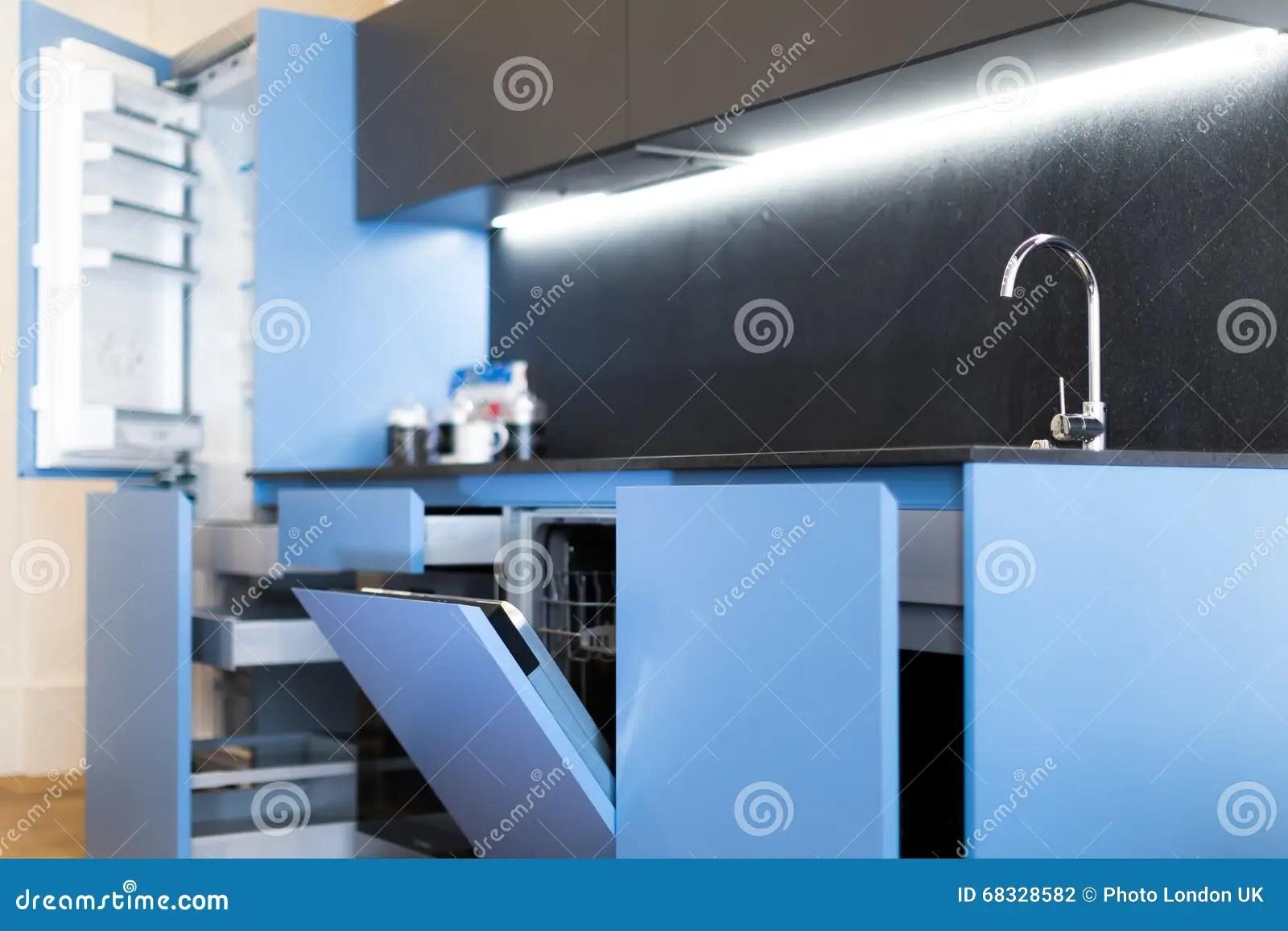 kitchen aid dishwashers 48 sink base cabinet 适合的厨房洗碗机和抽屉库存照片 图片包括有内部 国内 典雅 干净 蓝色适合的厨房洗碗机和抽屉打开