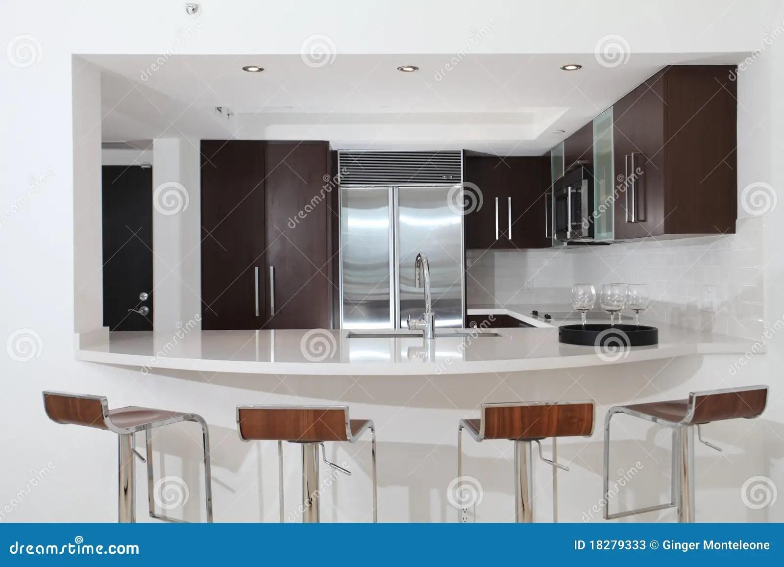 modern kitchen stools best sink 逆厨房凳子库存图片 图片包括有空白 现代 石头 木头 改造 不锈 自 计数器四厨房开放通过凳子