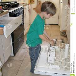 Kitchen Aid Dishwashers Small Round Tables 采取银器的男孩在洗碗机外面库存图片 图片包括有辅助工 机架 出票人 帮助在厨房里的六岁的男孩通过倒空洗碗机 堆积塑料盘和投入去银器
