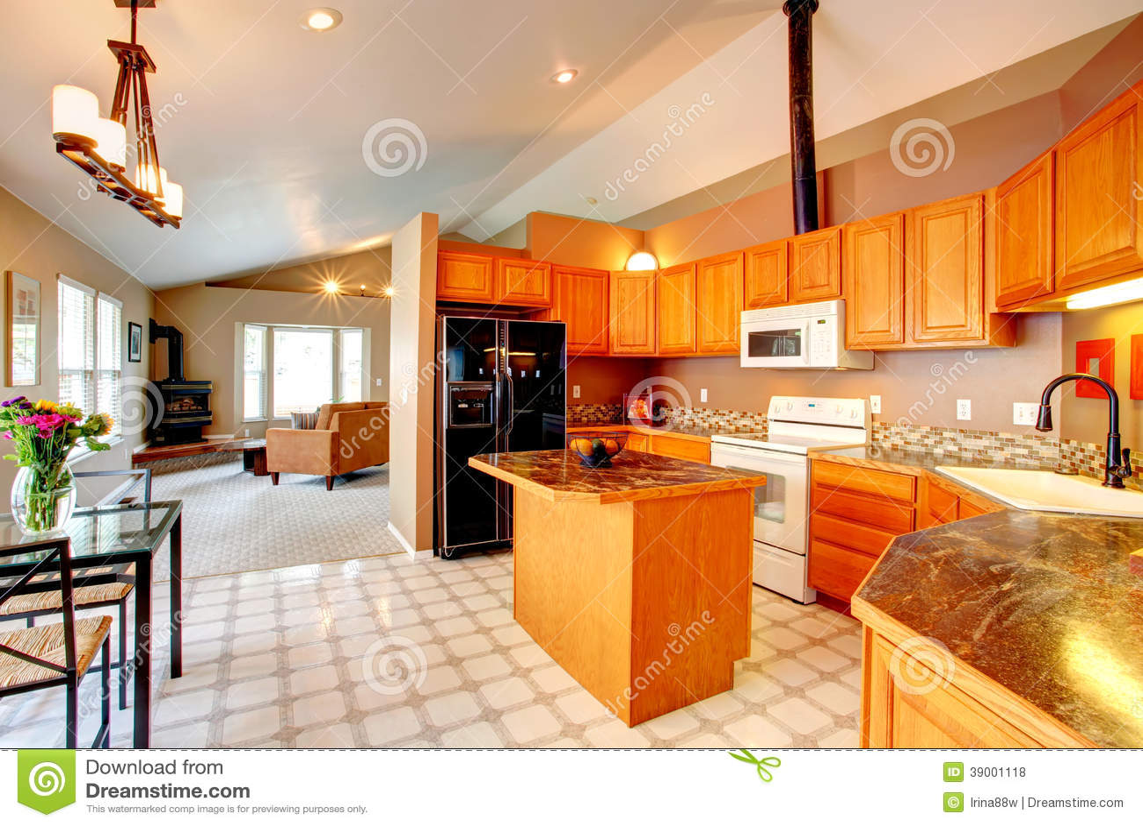gold kitchen murphy table 金厨房室库存照片 图片包括有内部 实际 更新 最高限额 机柜 大使 有拱顶式顶棚和lenoleum地板的宽敞厨房室 厨房金内阁 海岛和黑冰箱看法