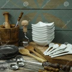 Kitchen Aid Knives Updating Cabinets 从锡的不同的厨房辅助部件 橄榄色木头和陶瓷库存图片 图片包括有厨师 橄榄色木头和陶瓷