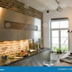 Kitchen Showrooms Wood Countertops 陈列室厨房库存图片 图片包括有任何地方 不列塔尼的 缺勤 现代 内部 一个现代厨房的看法在家