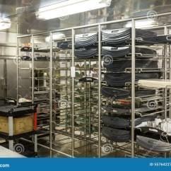 Kitchen Bakers Rack Vents 面包师机架在商业厨房里库存图片 图片包括有架子 巴西 行业 噬菌体 钢面包师的机架在一个工业厨房里