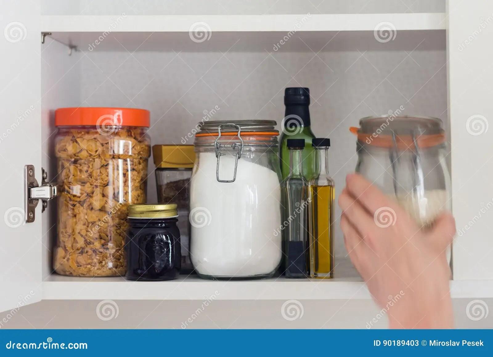 kitchen pantry remodel how to 食物碗柜 有瓶子的餐具室 手库存图片 图片包括有标签 里面 厨房 副 被库存的厨房餐具室用食物 瓶子和容器谷物 果酱 咖啡 糖 面粉 油 醋 米