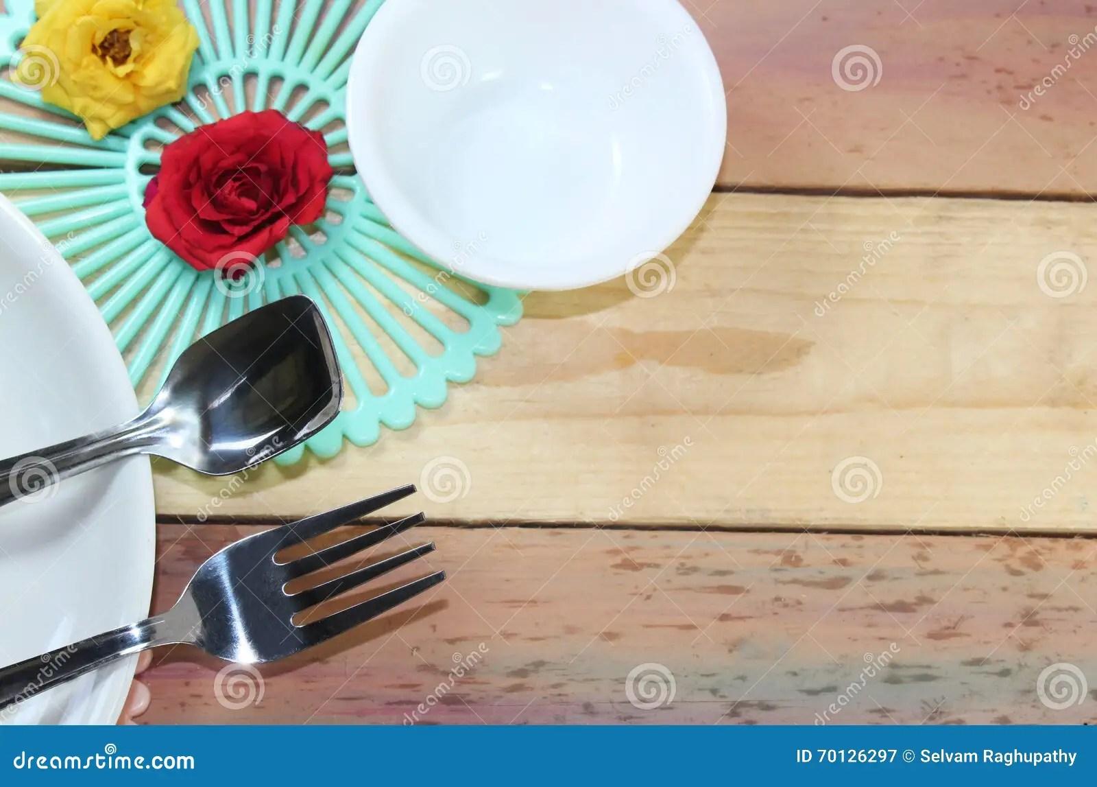 metal kitchen table sets mat 餐桌背景库存图片 图片包括有膳食 正式 高雅 材料 金属 制动手 在木背景的dinning材料
