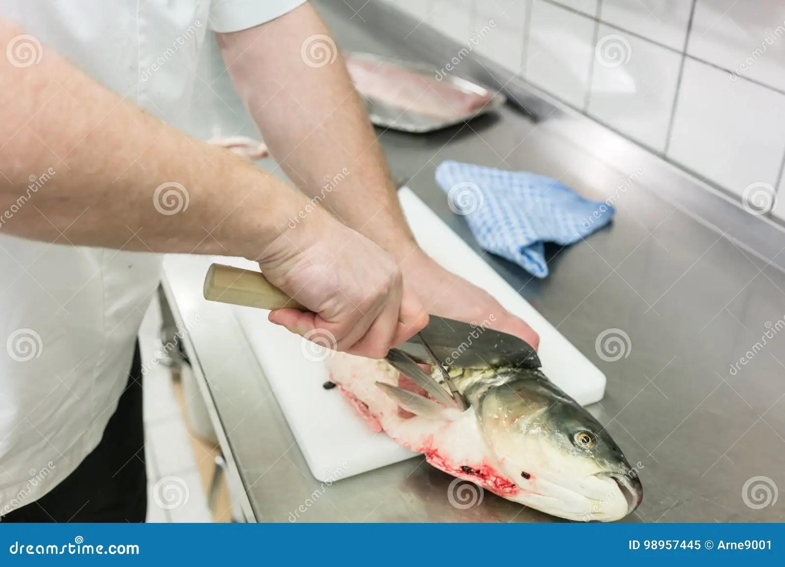 kitchen to go wine decorations for 餐馆厨房去骨切片的鲤鱼鱼的厨师库存图片 图片包括有庄稼 职业 内圆角 餐馆厨房去骨切片的鲤鱼鱼的 特写镜头厨师
