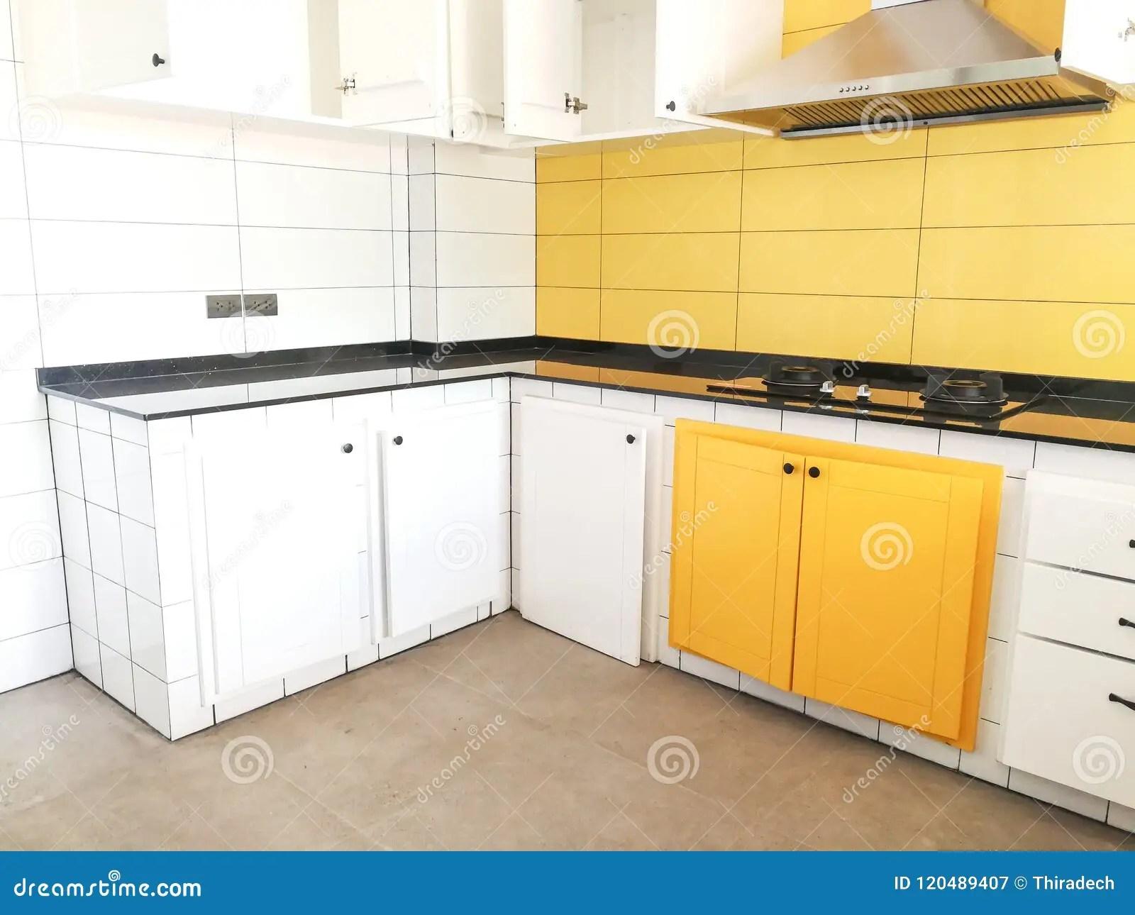 kitchen decor yellow island seats 6 黄色厨房搅拌器白色库存图片 图片包括有机柜 豪华 空间 背包 装饰 背景的黄色厨房搅拌器白色