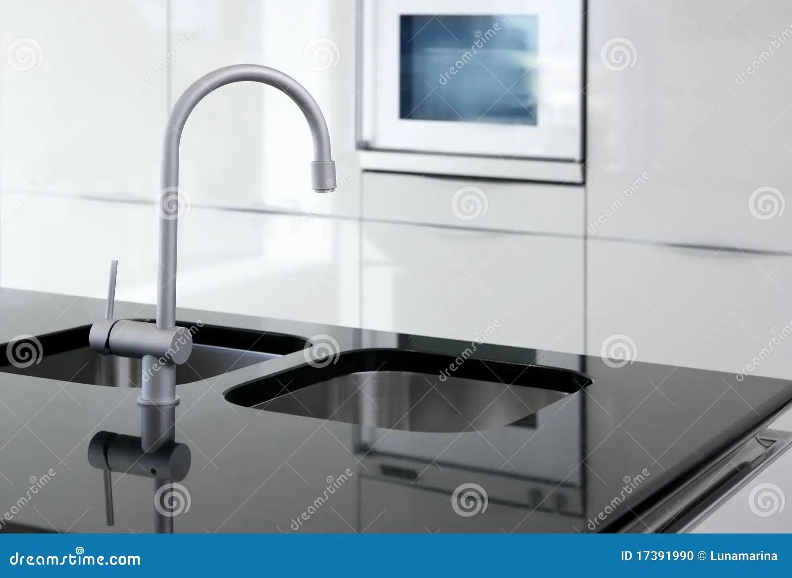 black faucet kitchen modular cabinets 黑色龙头厨房现代烤箱白色库存照片 图片包括有住房 拱道 集成 豪华 黑色龙头厨房现代烤箱白色